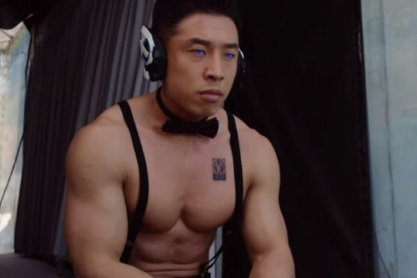 なかやまきんに君、仮面ライダーでの『腹筋崩壊太郎』が話題に!